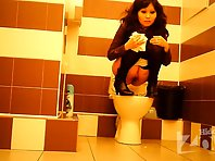Wc1873# The asian girl climbed on the toilet with legs. Great shots from girls toilets hidden cams