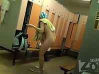 Lo1430# A young girl with a beautiful round ass smears her beautiful body cream right in front of