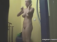 Pv802# There are two women in the solarium. One is dressed older and thicker, and the young and slim