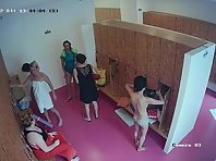 Lo2144# There are many women in the locker room, some have already finished sports, while others are