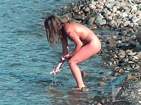 Nu1911# The naked beauty walks along the beach. She has a good figure and cute breasts and shaggy cu