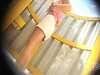 Bc1651# The blonde in a white skirt quickly changed her panties in a beach cabin. But our operator