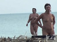 Nu1089# Continuation of posing ... Meanwhile, the fat lady got out of the water