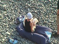 Nu1166# A young couple came to the beach. They just touch the water and look around.