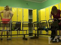 Lo1931# In this video, we are watching a middle-aged woman. It is thick and ugly, it's a voyeur for