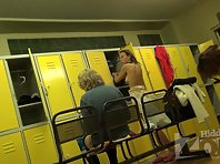 Lo1390# Girls and women dress up in the pool locker room. Our locker room voyeur cam is well hidde