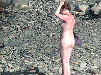 Nu1912# Another beautiful woman appeared on the beach. She quickly threw off all her clothes and hea