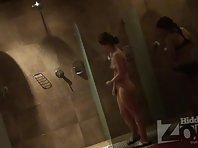 Sh1670# Women wash their pussy. They will substitute them under a stream of water and thoroughly rub