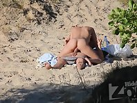 Nu1780# The couple has sex on the beach. They are so passionate about, that do not notice that they
