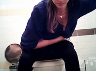 Wc1720# A young girl with a pretty by a pussy and ass. Nice piss.