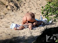 Nu1560# Nude beach voyeur cam managed to catch a couple on the beach, which is fucking. Good persp