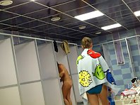 Sh1431# Naked women take a shower, wipe, coming and going. All this takes place under the close su