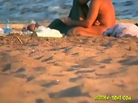 Nu1041# The guy pet the girl on the nude beach