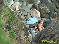 Nu1093# Naked couple secluded among the rocks, but hide from our cameras failed