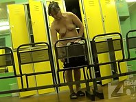 Lo1891# We are watching a middle-aged woman. Unfortunately, the locker room is not always just young